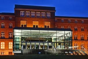Landeshaus Schleswig Holstein beleuchtet in der Nacht